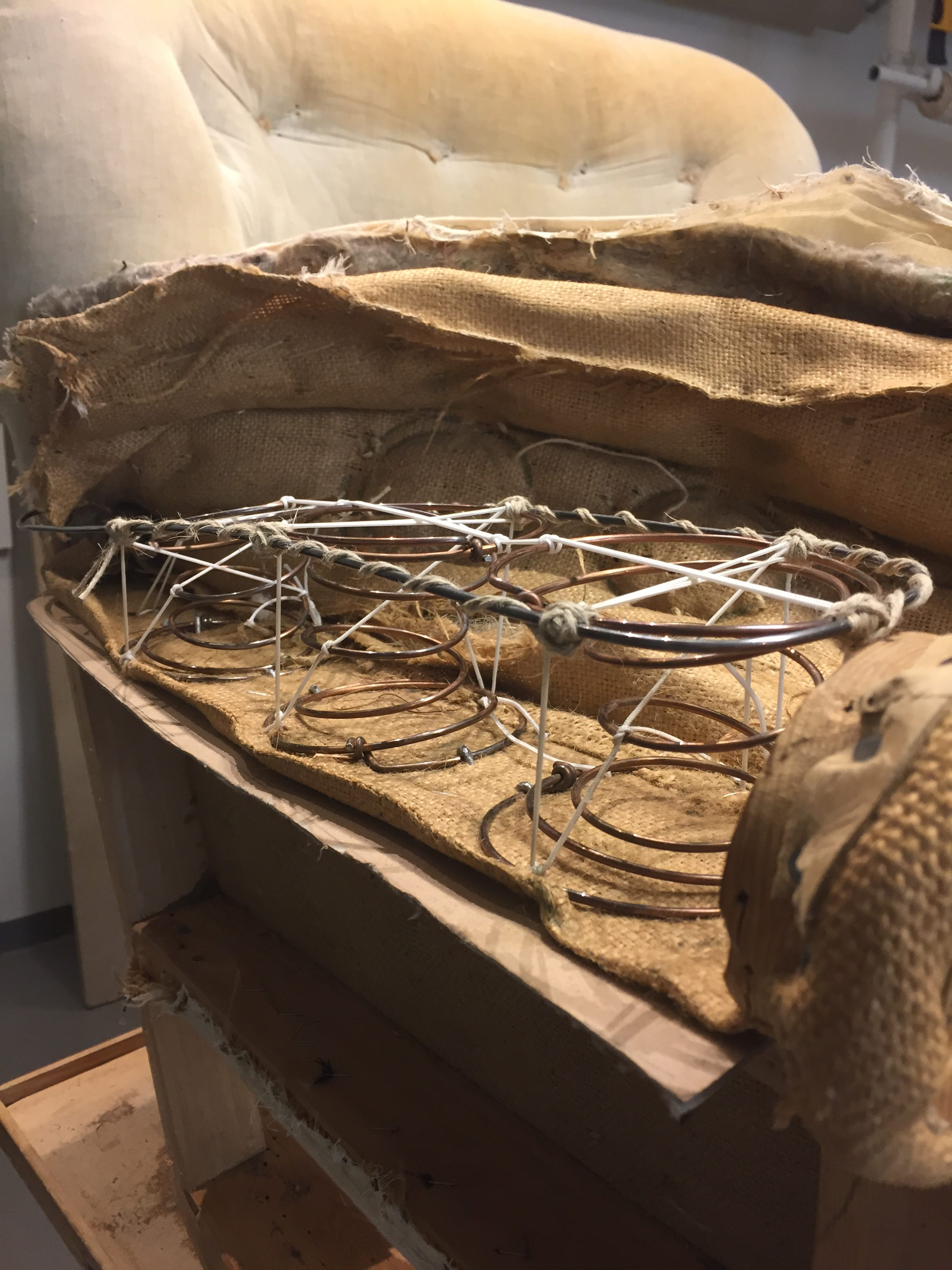 Lindfeldts Tapetseri klär om och renoverar möbler Lindfeldts Tapetseri